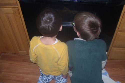 boys-baking-cookies