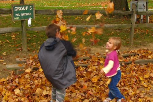 brea-and-brian-throwing-leaves1