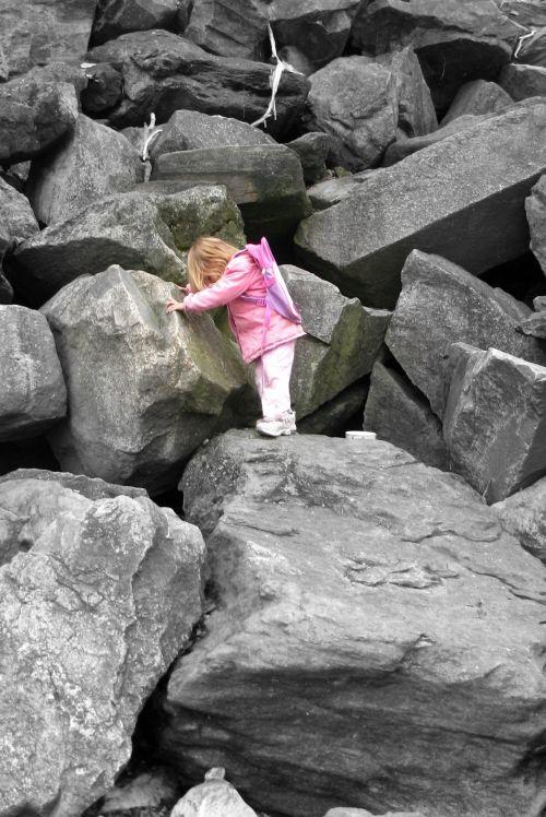brea-on-rocks