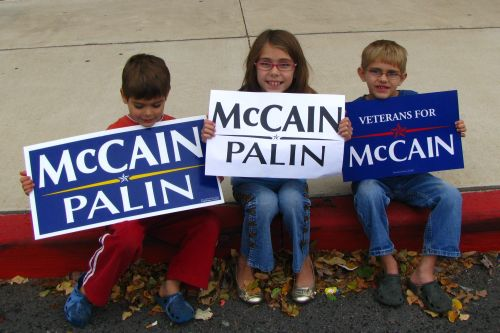 kids-with-voting-signs