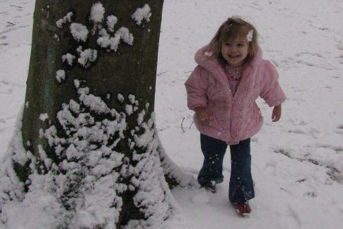 brea-running-in-snow