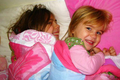 snuggling-girls