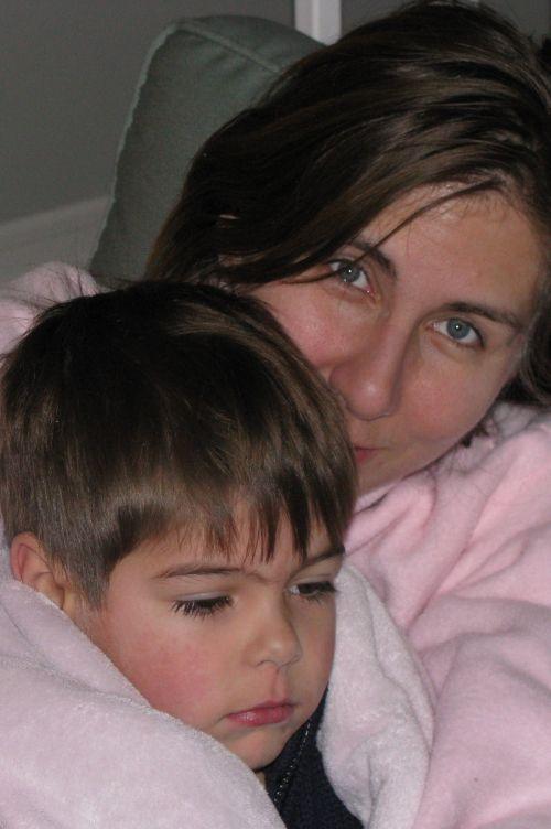 snuggling-mama