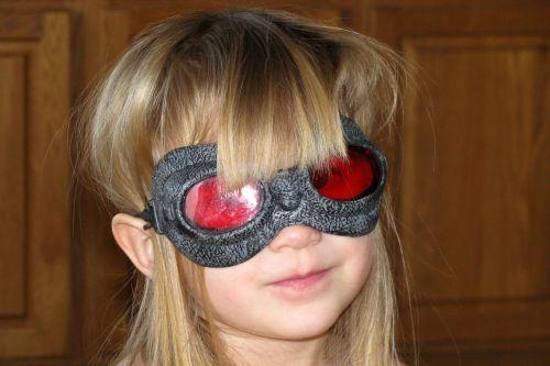 brea-in-goggles