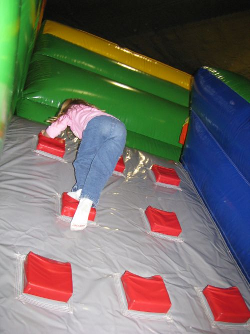bounce-and-play-brea-climbing