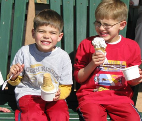 boys-eating-cone