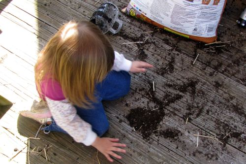 brea-playing-in-dirt