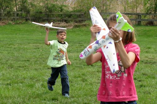 brian-and-brooke-flying-planes