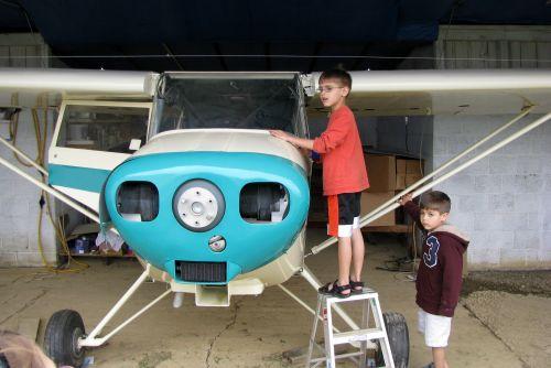 don-boys-checking-out-plane