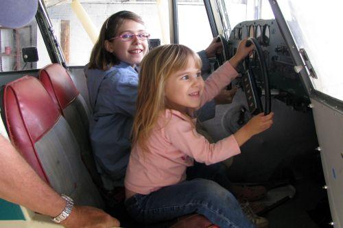 don-girls-flying