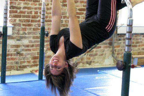 gym-deb-hanging